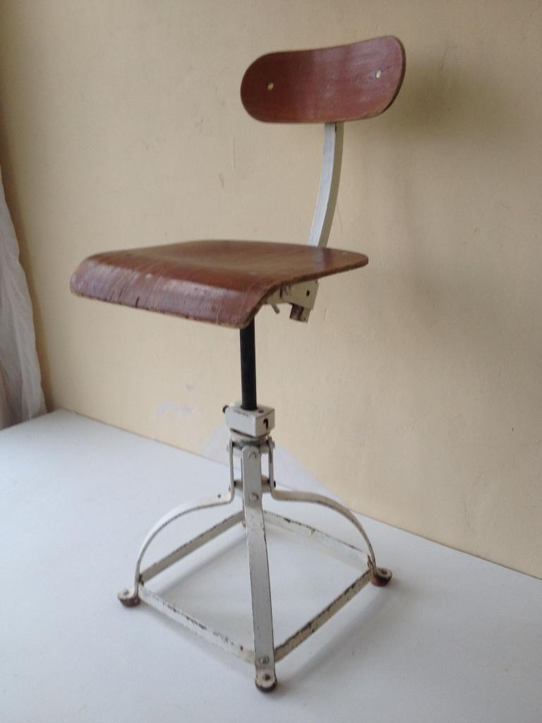 http://www.toonkamerwebshop.nl/wp-content/uploads/2017/02/industriele-bureaustoel-burostoel-draaistoel-stoel-ijzeren-www.toonkamer-webshop.nl-1z.jpg